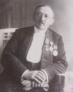 Dr. Nuyens